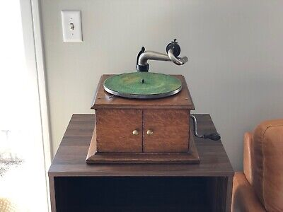 Working 1917 VV-IVe Victor Victrola Phonograph Gramophone - Plays 78rpm Records