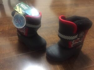 BNWT Brand New Light Up Winter Boots for Toddlers Size: 5