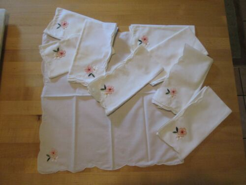 """TABLE NAPKINS 9 HAND EMBROIDERED FLOWERS COTTON COTTON BLEND OR LAWN 17"""" VINTAGE"""