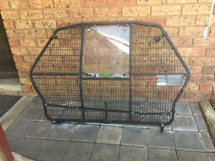 Pet cargo barrier for VZ Commodore