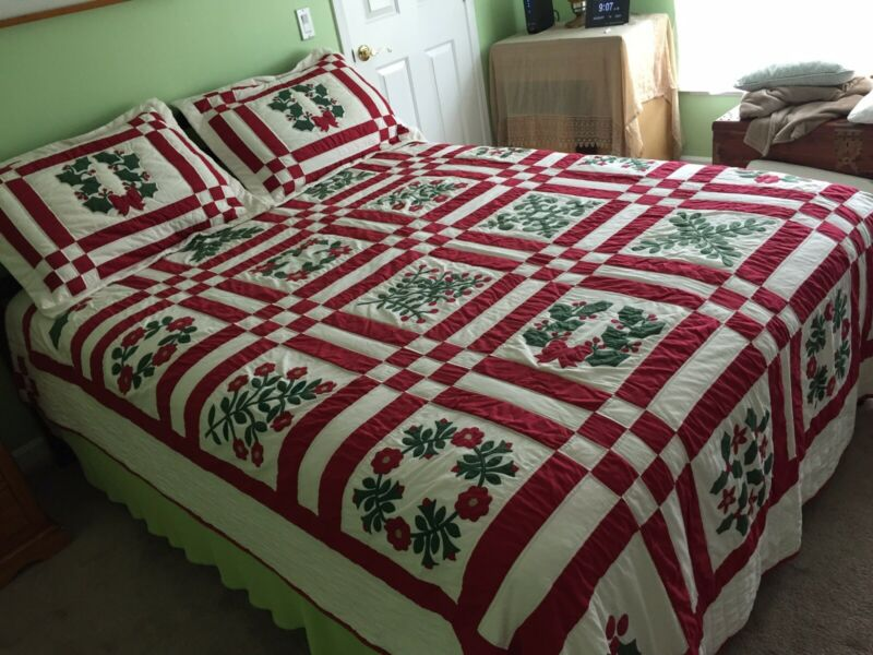 Holiday Christmas Winter Quilt Full/Queen Red Green White and Two Pillow Shams
