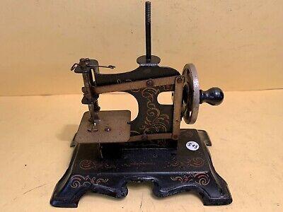 ancienne petite machine à coudre (jouet ancien) - lot 513