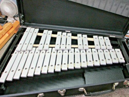 Yamaha MBL-832AU Concert Bells with Case, Mallets, Aluminum Bars, Good Condition