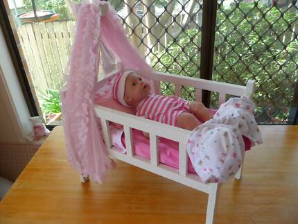 WOODEN DOLL'S COT / BED WITH MISSY KISSY DOLL                 (7)