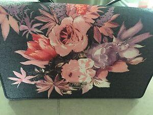 Sacoche sac à main Guess fleuri à bandoulière