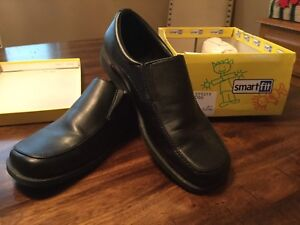 Youth black dress shoes Size 6