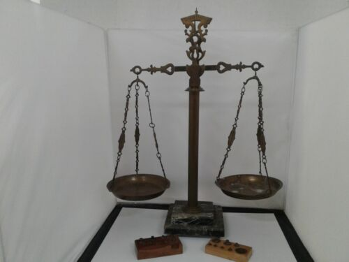Antique scale made in Italy with weights