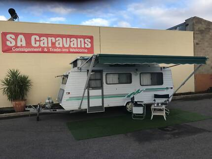 Roma Deluxe 16' Poptop Caravan with Air Conditioning