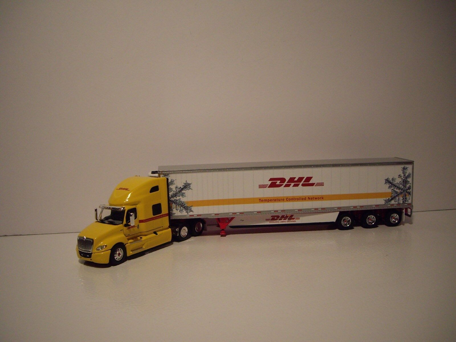 DCP 1/64 DHL INTERNATIONAL LT HIGH ROOF TRUCK AND 53' WABASH ARTICLITE REEFER