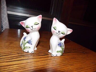 Cat Salt and Pepper Set Japan Tilted Head Vintage Flowers