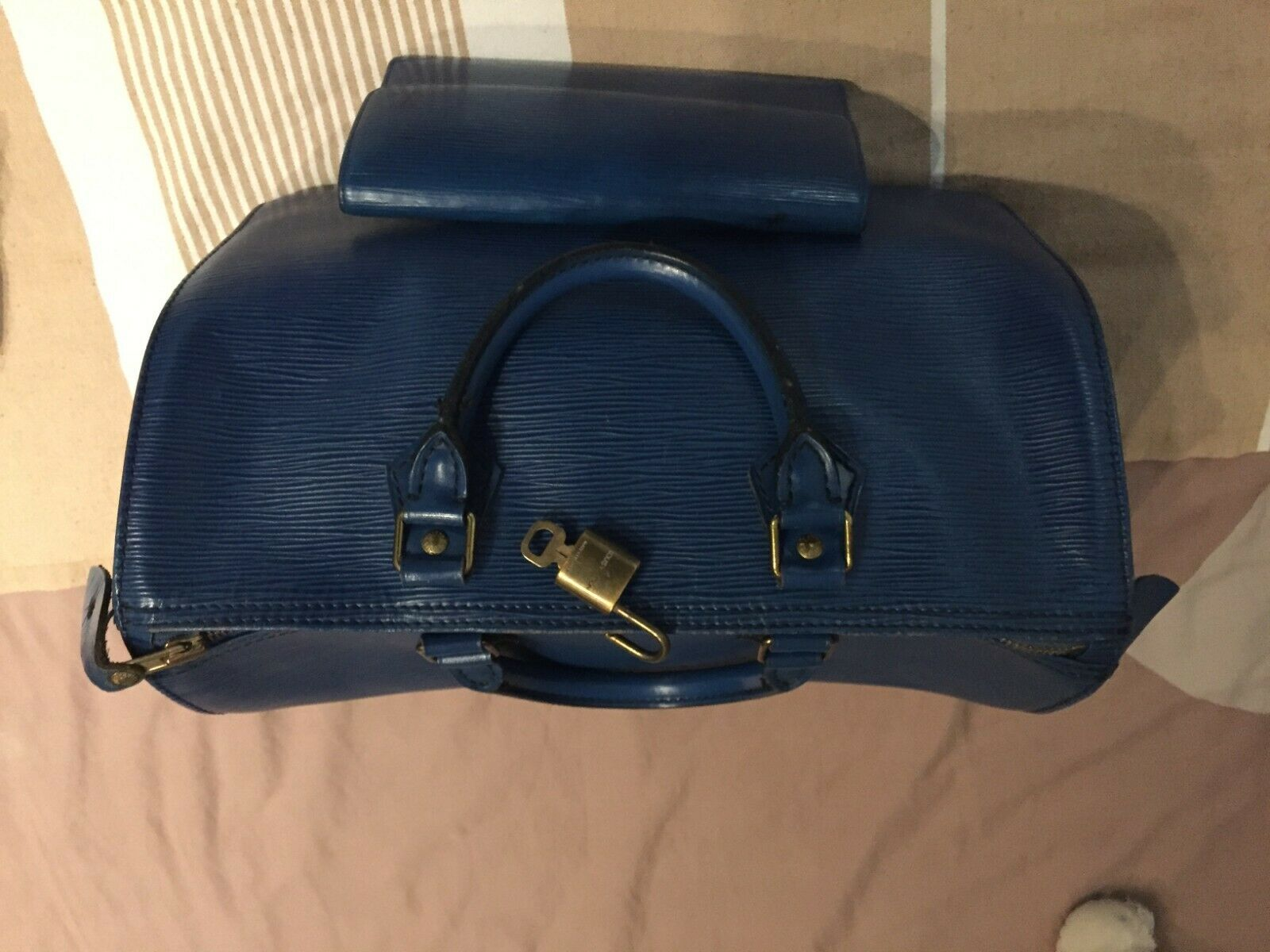 Sac louis vuitton modèle speedy 30 cuir epi bleu + portefeuille