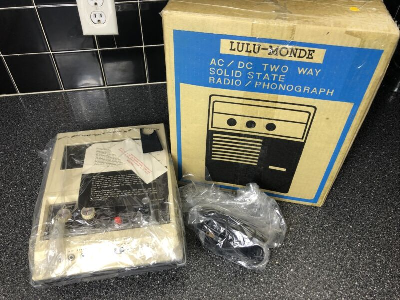 Vintage New Lulu-Monde AC/DC Two Way Solid State Radio AM/ Phonograph Mint