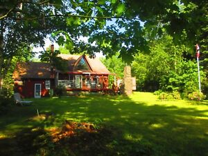 Beautiful 3 BDRM lakehouse 15-Min from Mahone Bay