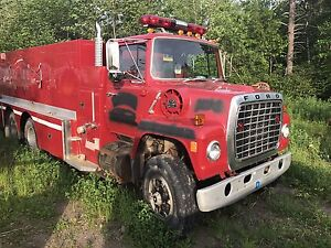 2 fire trucks for sale with water tanks