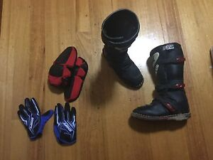 Great dirt bike boots, gloves and elbow pads Scoresby Knox Area Preview
