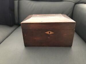 Petit coffre en bois (antiquité)