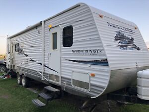 2010  28ft Northcountry Travel Trailer