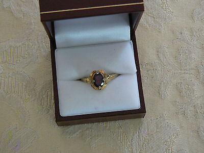 Beautiful Vintage Goldtone Avon Faux Garnet Ring