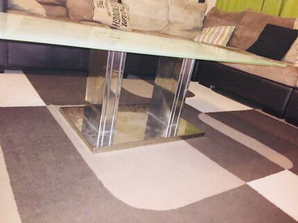 Coffee table glass on top