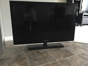 """SAMSUNG 42"""" FLAT SCREEN LCD TV-LIKE NEW CONDITION!"""