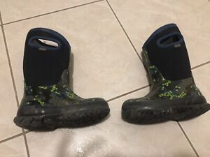 Boys BOGS winter boots toddler sizes 10