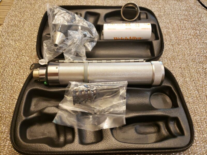 Welch Allyn Ophthalmoscope with Rechargeable set model 11772 VC