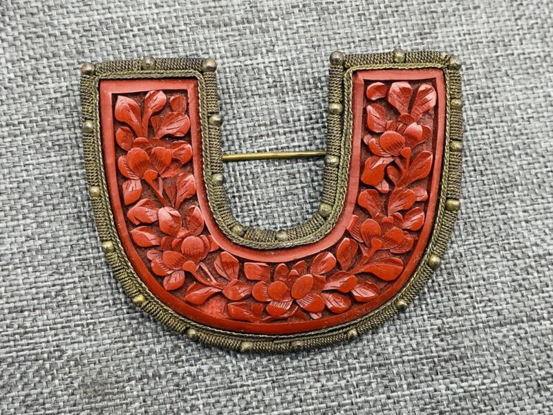 Vintage China Chinese Carved Cinnabar Curved Pin Brooch Marked Brass Filigree