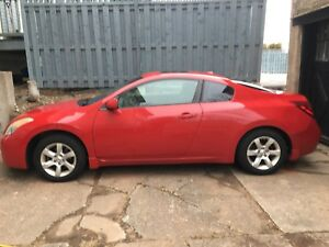 Fully-loaded Nissan Altima Coupe for sale