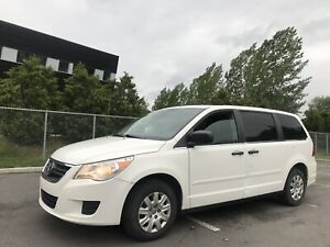 2009 Volkswagen Routan ' Dodge Caravan Chrysler Town & Country '
