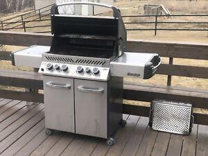 Napoleon Prestige Barbecue with Sizzle Zone