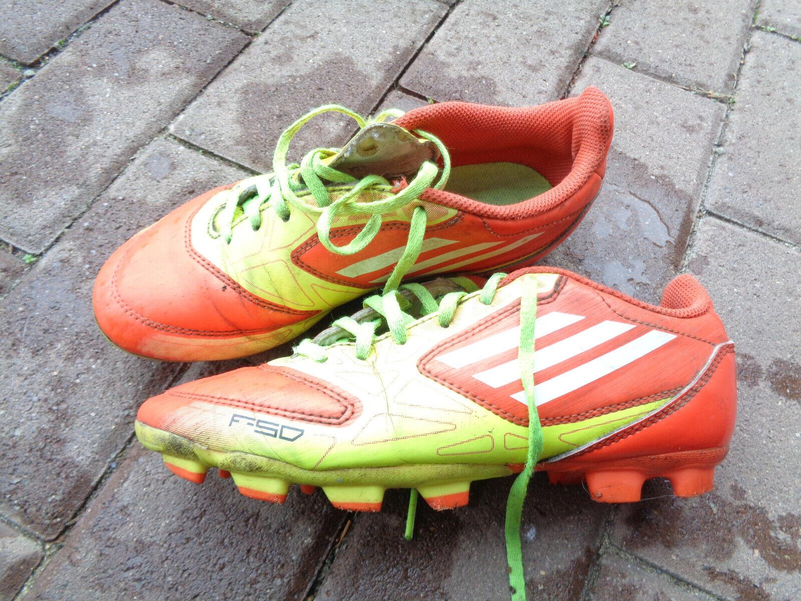 Coole Adidas Fußballschuhe Rasen Stollen Gr.34/35 Sport