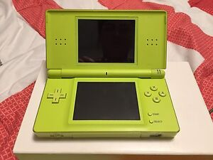 LIMITED EDITION Lime Green Nintendo DS Lite