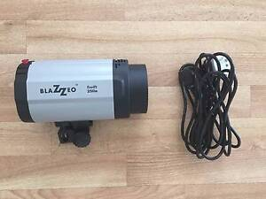 Blazzeo 250W studio flash head unit Queens Park Canning Area Preview