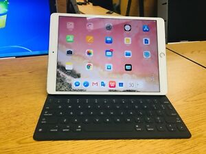 10.5 inches iPad pro. 256G with keyboard.