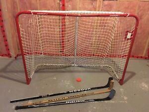 Hockey net + 3 sticks