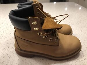 TIMBERLAND BOOTS, SIZE 5 YOUTH