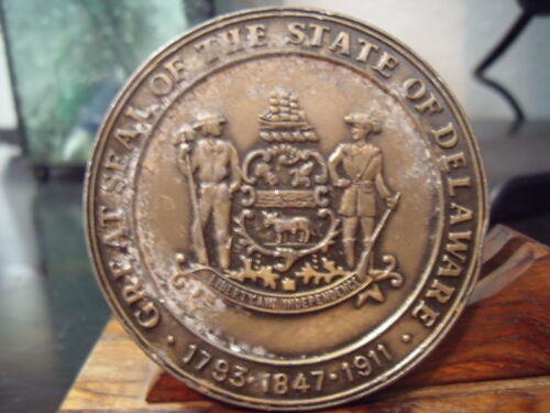 GREAT SEAL OF THE STATE OF DELAWARE  55 MM MEDAL PIN-BACK VINTAGE