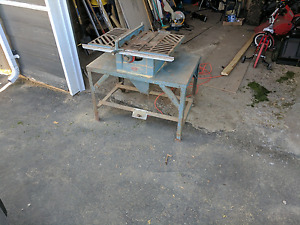Beaver tablesaw with custom stand