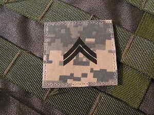 """Galons US - CORPORAL - grade scratch ACU DIGITAL rank insignia SNAKE PATCH - France - - - - - - - ..:: PATCH / ECUSSON ::.. - - - - - - """" GALONS US """" CORPORAL Monté sur """"SCRATCH"""" auto agrippant CROCHET ( mle ) - couleur ACU DIGITAL Format 5 cm x 5 cm (environ) livré NEUF en sachet - FABRIQUE EN FRANCE ( par snake patch ) - - - - - France"""