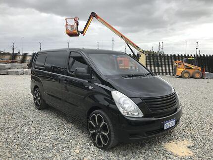 Hyundai iLoad Van/Minivan MANUAL 5-Speed - 158,000 KM