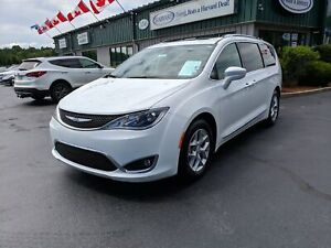 2018 Chrysler Pacifica Touring-L Plus ALL POWER OPTIONS/UCONN...