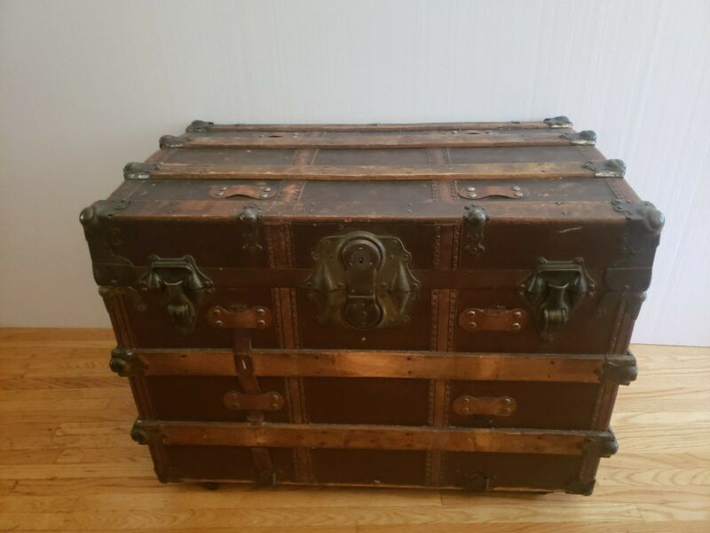 "Antique steamer trunk L.S.P 33""×21""x24""  Flat Top Original Condition W/tray..."