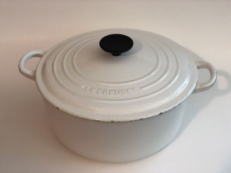 LE CREUSET Beautiful #26 Large White Cast Iron 5.5 Quart Round Dutch Oven France