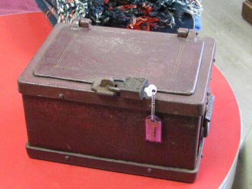ANTIQUE WELLS FARGO CAST IRON STAGECOACH/RAILWAY STRONG BOX