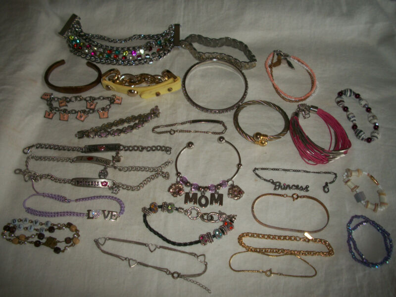 VINTAGE WHOLESALE LOT 25 COSTUME JEWELRY BRACELETS