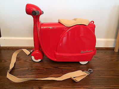 Diggin Skootcase Toddler Ride On Luggage, Red, 8