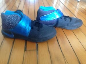 Nike Kyrie 2 Basketball sneakers size 3