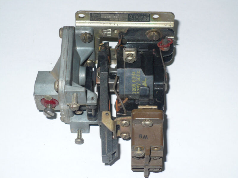 Square D 9050AO20E Pneumatic Timing Relay, Used