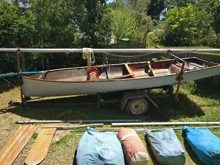 Wooden 16ft Racing Skiff with all necessary gear