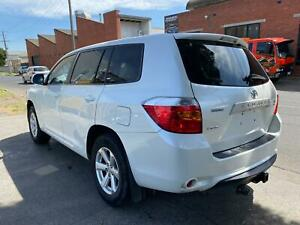 Wrecking 2009 Toyota Kluger GSU40R Wagon in White Colour ~ Paint Code : 070 West Footscray Maribyrnong Area Preview